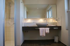 A bathroom at Flair-Hotel Neeth