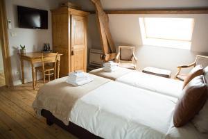 Een bed of bedden in een kamer bij B&B Pastorie van Merkem