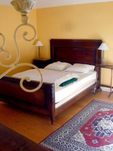 A bed or beds in a room at Bed & Breakfast - Maison de Marie
