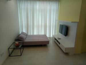 A television and/or entertainment centre at Georgetown 2Br Suite, Penang
