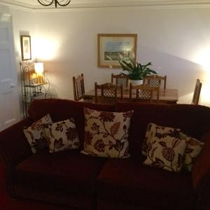 A seating area at In House Garden Flat