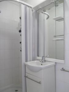 A bathroom at Guesthouse da Sé