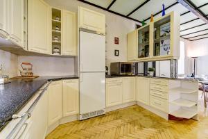 Кухня или мини-кухня в Апартаменты Веста на Невском проспекте