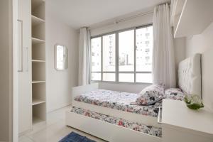 A bed or beds in a room at Apto 2 quartos, 1 quadra do Mar/Shop. Atlantico
