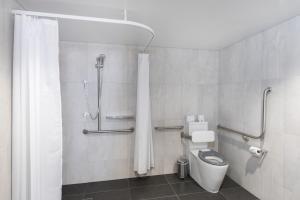 A bathroom at Mantra Richmont Hotel