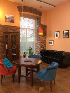 A seating area at Hotel Sadovaya 19