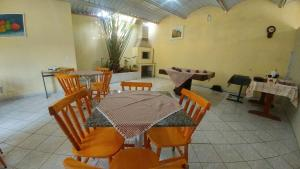 A restaurant or other place to eat at Hotel Ilhota
