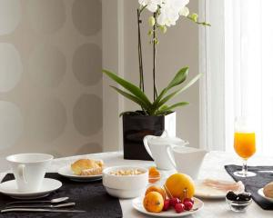 Breakfast options available to guests at Cardal Hotel