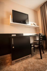 A television and/or entertainment center at Turm Hotel