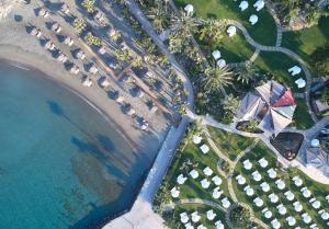 Ett flygfoto av Amathus Beach Hotel Limassol
