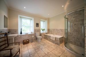 A bathroom at Dalzie