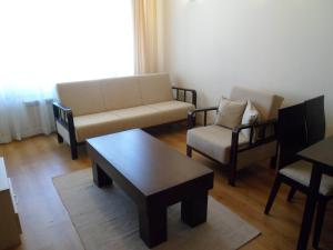 A seating area at Cedar Lodge 3/4 Self-Catering Apartments