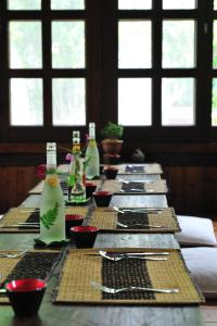 A restaurant or other place to eat at Flower Free花自在