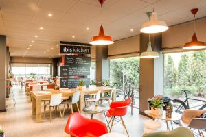 A restaurant or other place to eat at Ibis Montmelo Granollers