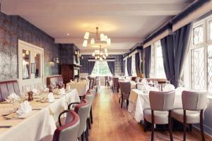 A restaurant or other place to eat at Mercure Thame Lambert Hotel