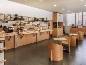 A restaurant or other place to eat at Ibis Malaga Centro Ciudad