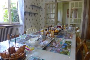 Restaurant ou autre lieu de restauration dans l'établissement Domaine de L'Arche de René