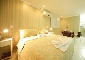 Cama ou camas em um quarto em VOA Hotel Internacional