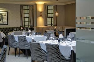 A restaurant or other place to eat at Best Western Plus Manor Hotel NEC Birmingham