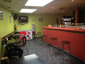 Un restaurante o sitio para comer en Hotel Asador O Callejón De Belchite