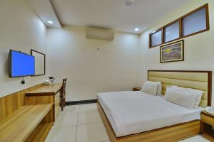 A bed or beds in a room at Hotel Aricent