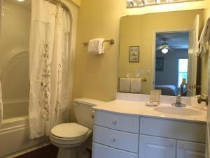 A bathroom at Seahorse Landing #503 Gulf Front Vacation Condo