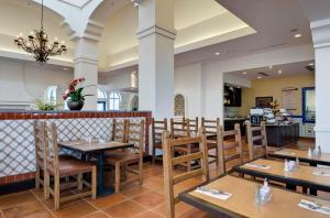 A restaurant or other place to eat at Hilton Garden Inn Las Cruces