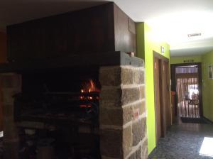 Una cocina o zona de cocina en Hotel Asador O Callejón De Belchite