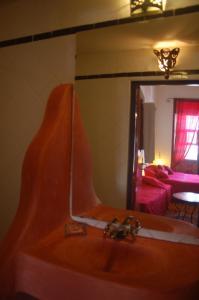 A bathroom at Riad Le Grand Large