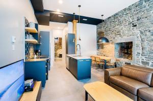 A kitchen or kitchenette at Les Lofts Notre-Dame by Les Lofts Vieux-Québec