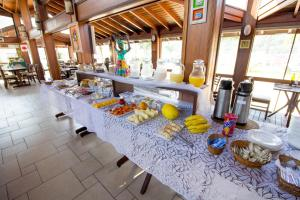 Um restaurante ou outro lugar para comer em Pousada Acqua Azul