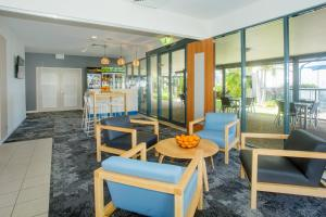 A restaurant or other place to eat at Mantra Hervey Bay