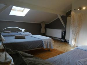 Un ou plusieurs lits dans un hébergement de l'établissement Room To Rent Bourg d'oisans
