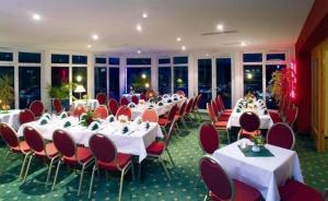 Ein Restaurant oder anderes Speiselokal in der Unterkunft Hotel Kyffhäuser