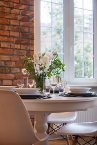 Restauracja lub miejsce do jedzenia w obiekcie Chlebnicka 36
