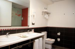 A bathroom at Bed4U Tudela