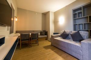 A seating area at Adagio Aparthotel S. B. Campo
