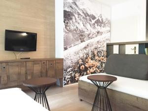 A television and/or entertainment center at Sun Valley Apartment