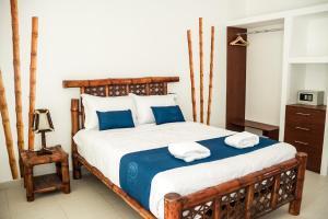 Cama o camas de una habitación en Nauti-k Beach Hotel