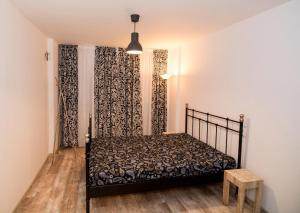 A bed or beds in a room at 2 ROOM CITY CENTER CONSTANTA