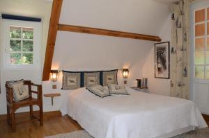A bed or beds in a room at Domaine de La Mésange