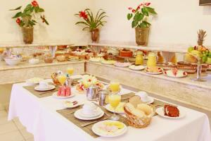 Breakfast options available to guests at Travel Inn Saint Charles