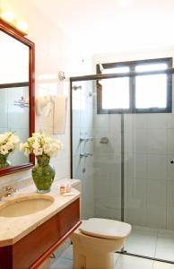A bathroom at Travel Inn Saint Charles