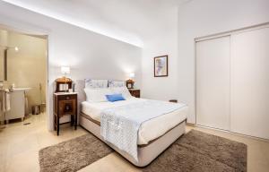 Cama o camas de una habitación en Ebora Home, com garagem - Centro Histórico