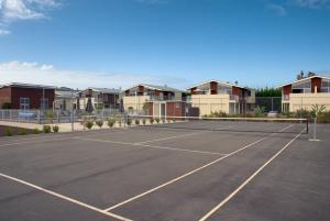Tennis and/or squash facilities at Beachside Resort Motel Whitianga or nearby
