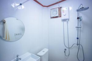 ห้องน้ำของ Romyen House