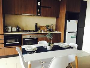 A kitchen or kitchenette at ILK Apartments