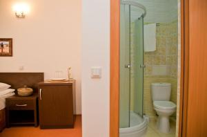 A bathroom at Africa Hotel