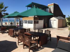 A restaurant or other place to eat at Surfer Beach Hotel