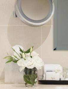 A bathroom at Lyall Hotel And Spa